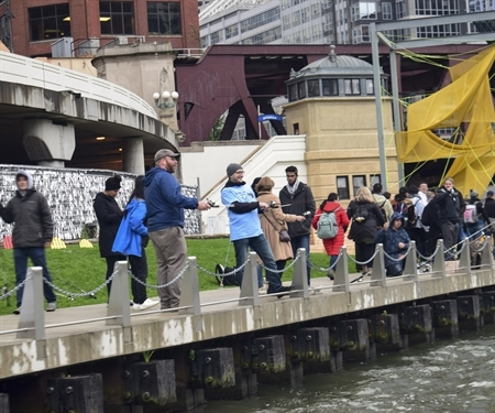 Chicago Fishes: Catching 160 fish in the Chicago River in two hours